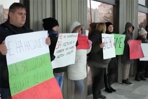 Родителски протести срещу насилието в детските градини