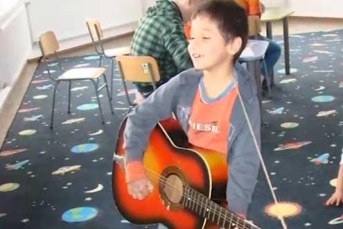 Частно училище за социално слаби деца дава шанс за образование и развитие на техните таланти