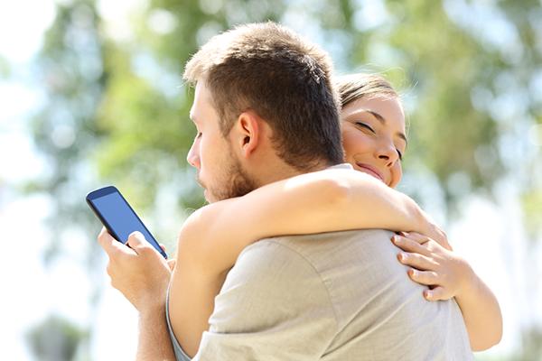 Как телефонът убива връзката с партньора ви