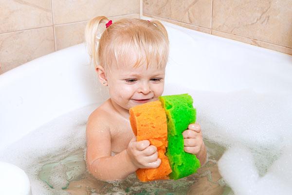 Направи с мама: Забавление с гъби за баня