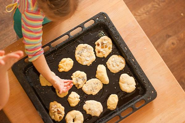 33 супер лесни стъпки за печене на домашни бисквитки с децата