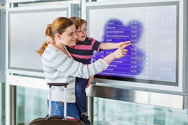 Правата ми: Пътуване с дете в чужбина само с единия родител