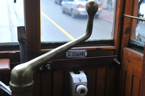 Приказно четене в ретро трамвая
