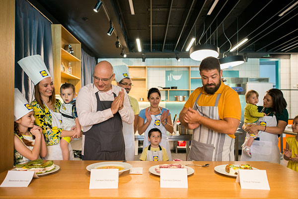Малки кулинари впечатлиха шеф Манчев и шеф Шишков на първия кулинарен лагер на LIDL