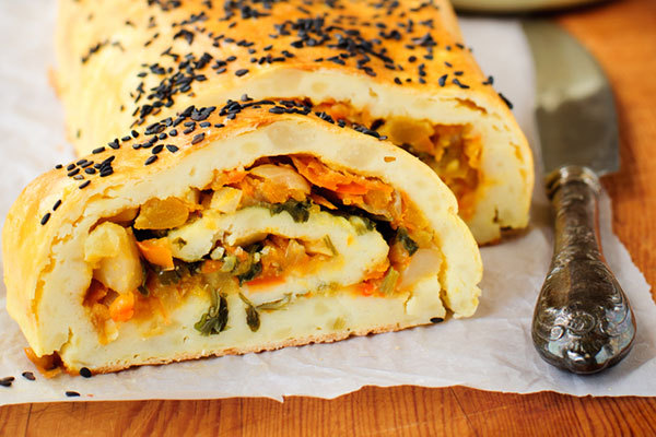 potato-roll-with-meat-and-spinach