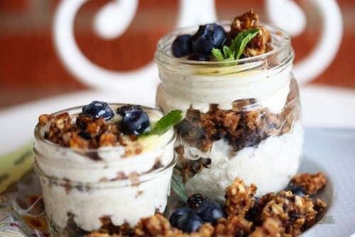 1832605-650-1463134606-yogurt-and-granola-parfaits_f_improf_500x418