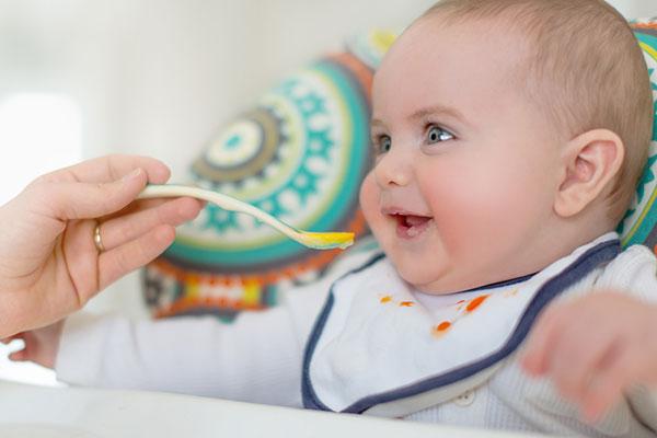 Примерни схеми за захранване на детето през първата година