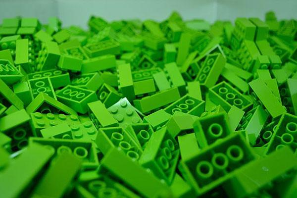 Пускат зелена серия LEGO, изцяло от естествени материали