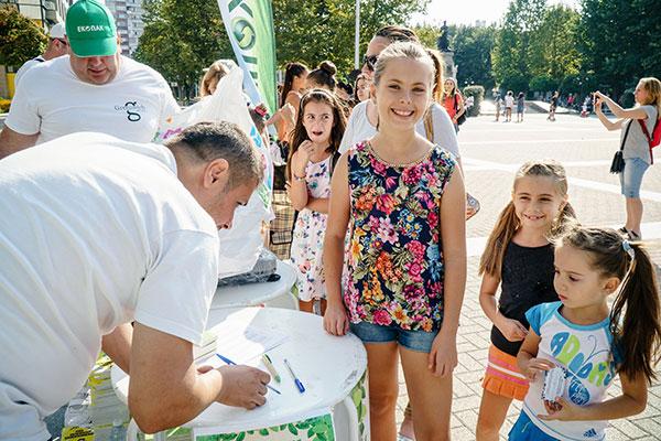 """Децата на Хасково посрещнаха с нетърпение кампанията """"Стара хартия за нова книга"""""""