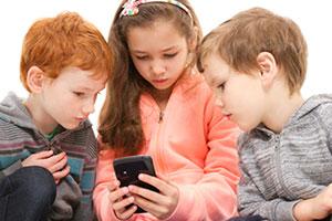 Франция забрани със закон мобилните телефони в училище