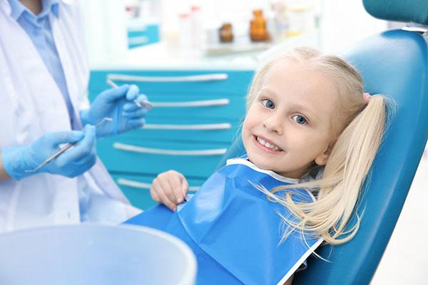 Безплатни стоматологични прегледи за повече от 50 000 българчета