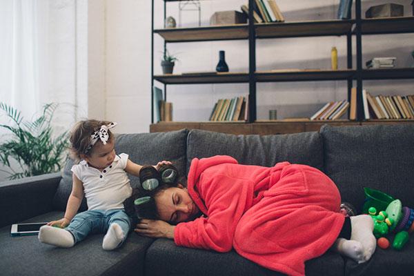 Бременността, раждането и хроничното родителско недоспиване