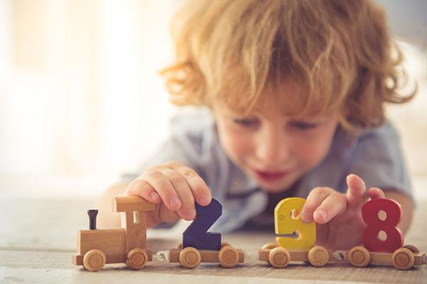 Шест предимства на дървените играчки
