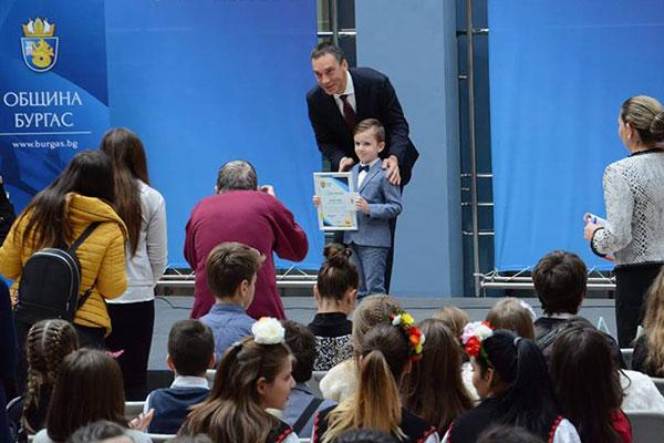 Шестгодишно българче е най-младият златен медалист по математика в света