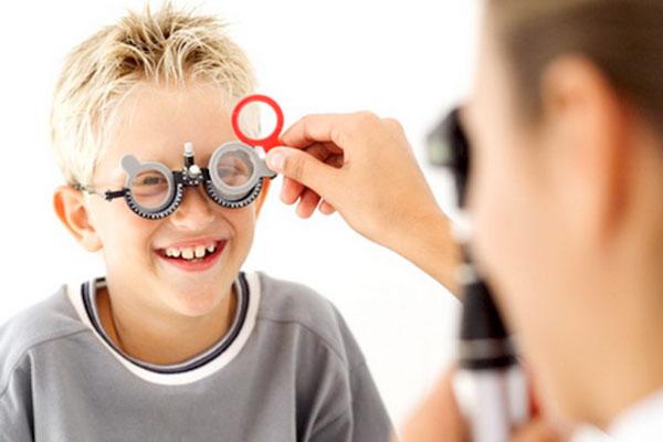 Два месеца ще продължи кампанията за безплатни очни прегледи на деца
