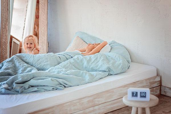 Практични съвети за родители: как да се справим с липсата на сън