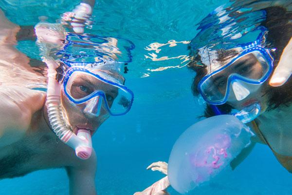 Първа помощ при опарване от медуза