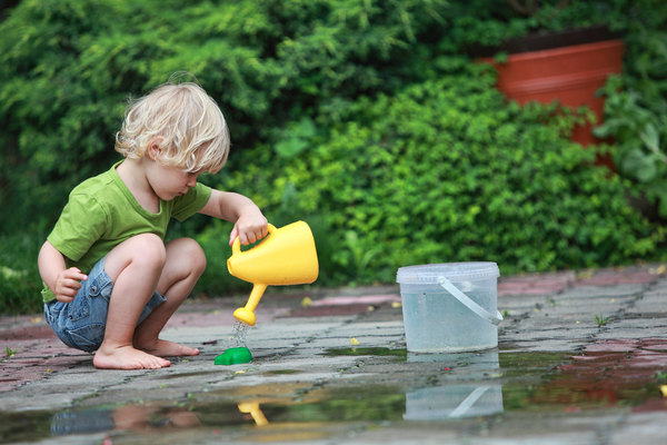 kid_play_water_f_improf_600x400