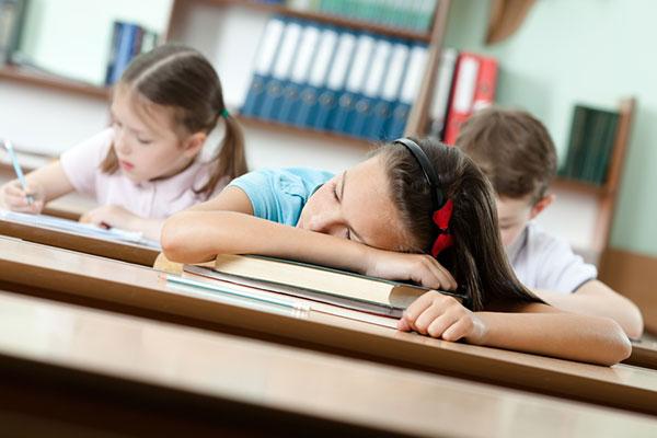 Шест часа в класната стая = липса на концентрация, лошо настроение и депресия