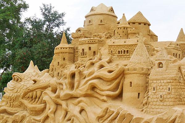 Любими детски герои оживяват на фестивала на пясъчните фигури в Бургас