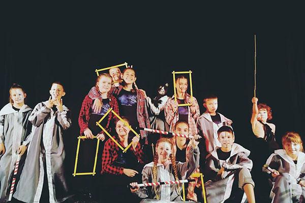 """Театрално-танцова студия """"Чекмедже"""" дава 11 безплатни стипендии на талантливи деца"""