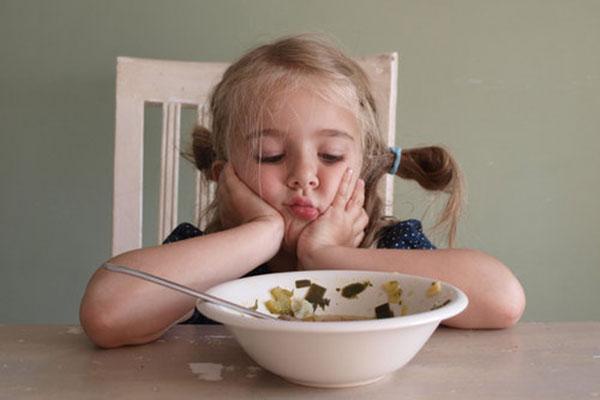 Защо не трябва да караме децата да се хранят насила