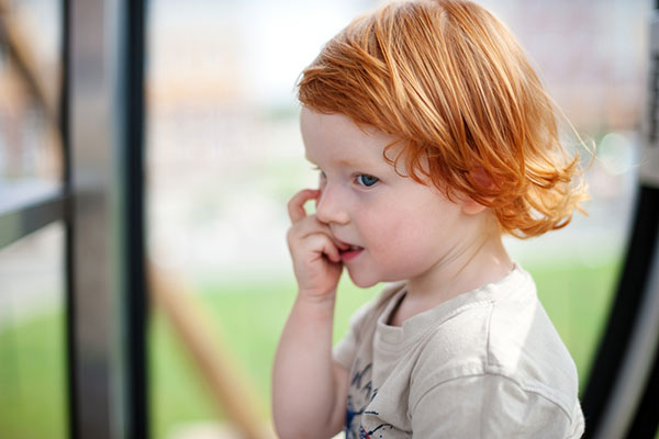 Гризането на ноктите може да е белег, че детето ви е перфекционист