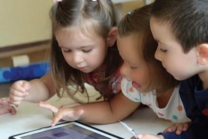Защо децата запомнят и учат толкова лесно?