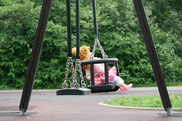 Един софийски парк вече ще има люлка за деца със специални потребности