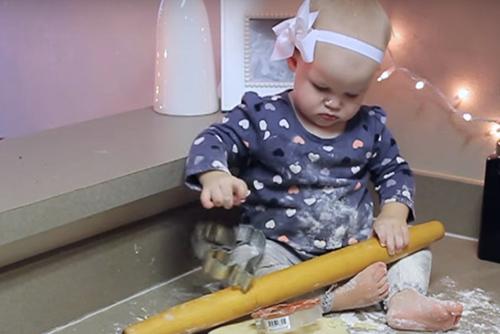 Коледа с бебе – мисия възможна и забавна!  (видео)