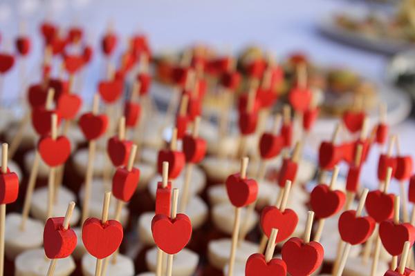Най-добрите подаръци за Свети Валентин, които нямат нищо общо с портфейла ви