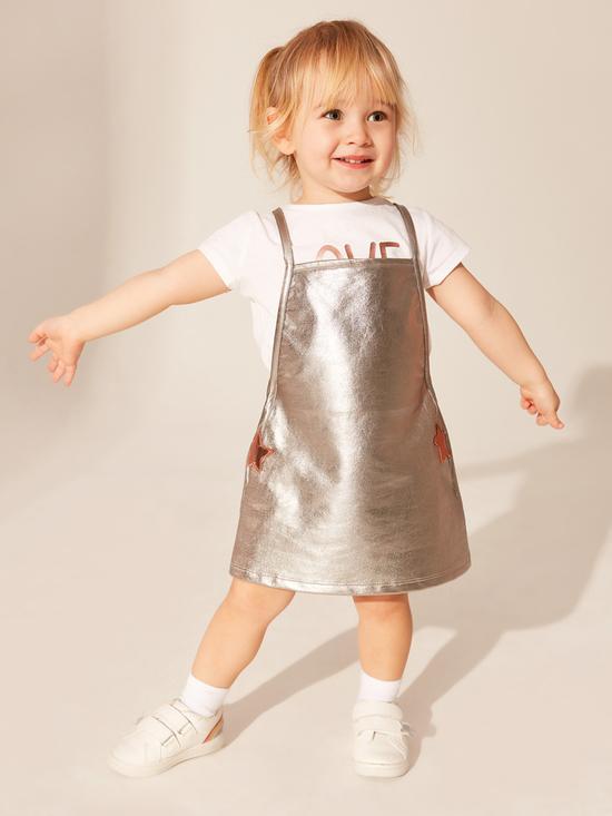 Модни тенденции за лятото и дрешки, създадени да отразяват радостта на децата